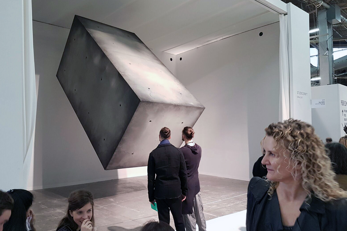 Armory show, New York, Flying helium Concrete block